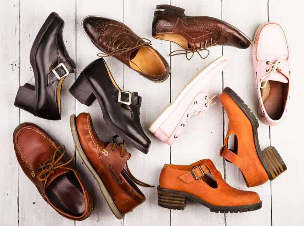 Le style différent de chaussures